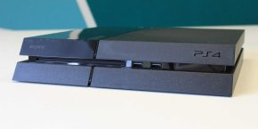 console-ps4-disc-insert